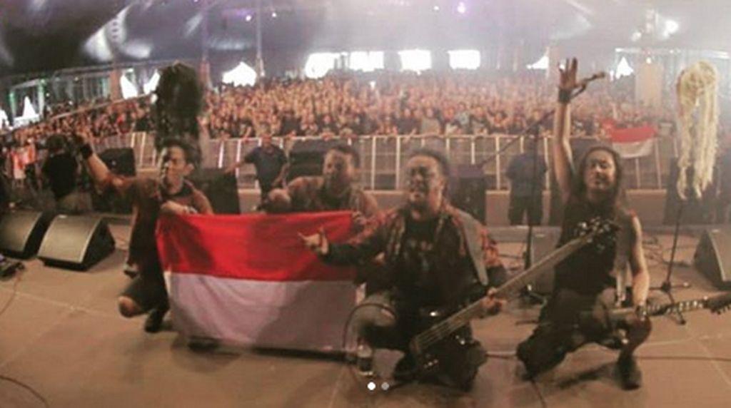 Ini Aksi Down For Life, Band Metal Asal Solo yang Pakai Batik di Jerman