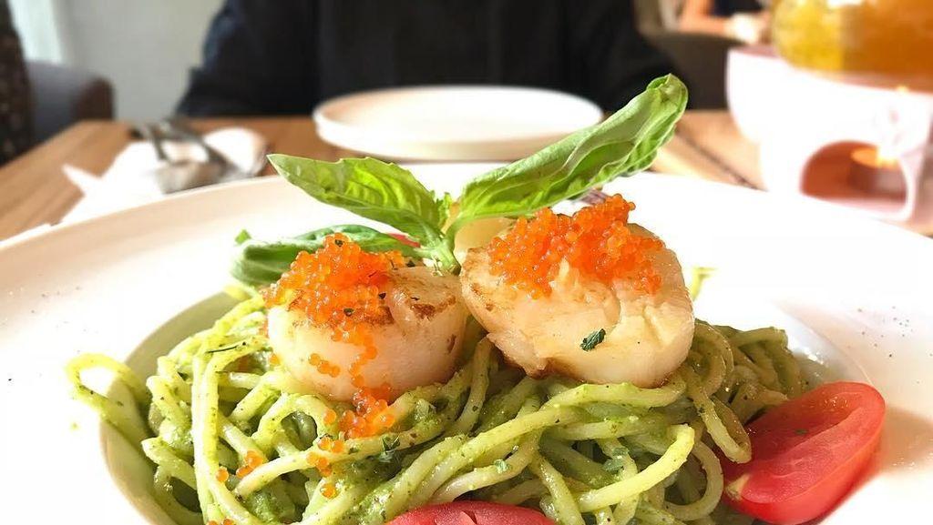 Pesto Spaghetti yang Gurih Wangi Cocok Buat Makan Siang