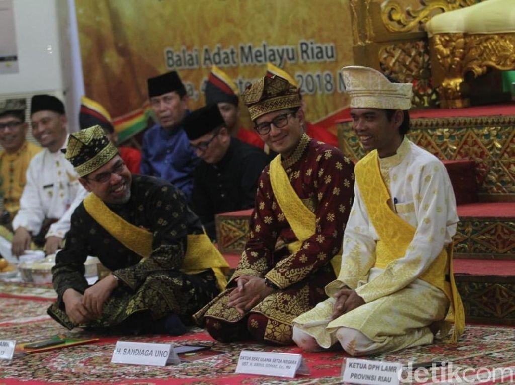 Ustaz Somad Hadiri Upacara Adat Sandiaga Uno di Riau