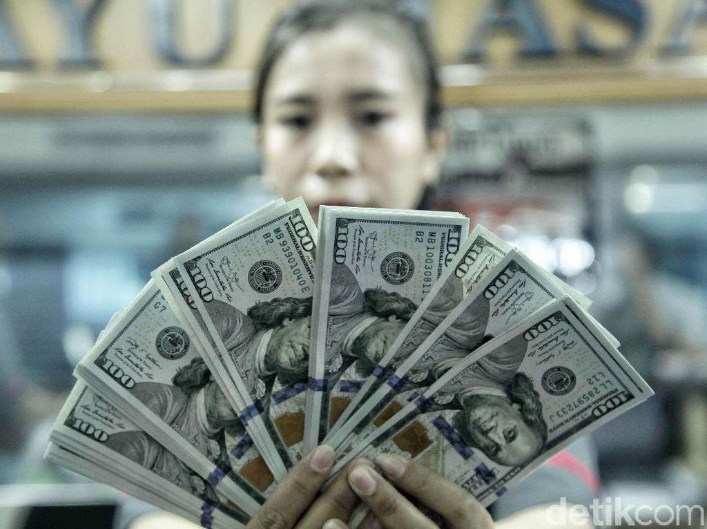 Dolar AS Mengamuk, Masyarakat Pilih Nabung Ketimbang Belanja