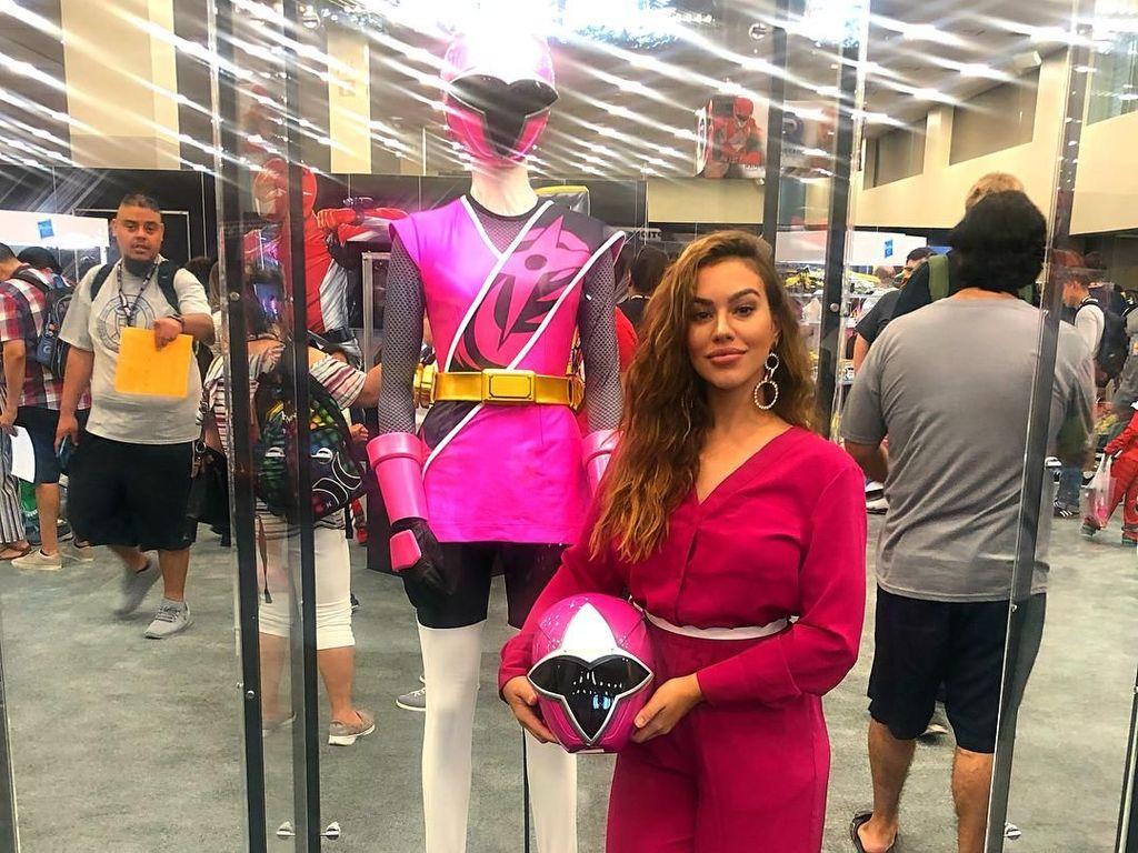Foto: Power Rangers Pink yang Seksi & Doyan Traveling