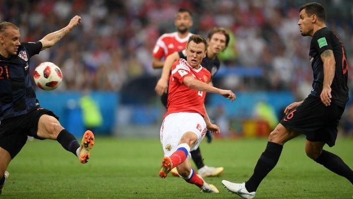 Rusia tampil impresif di Piala Dunia 2018 yang digelar di tanah air mereka, dengan Denis Cheryshev jadi salah satu pemain yang menonjol. Gol tembakan jarak jauhnya ke gawang Kroasia di perempatfinal masuk nominasi Puskas Award. (Foto: Laurence Griffiths/Getty Images)