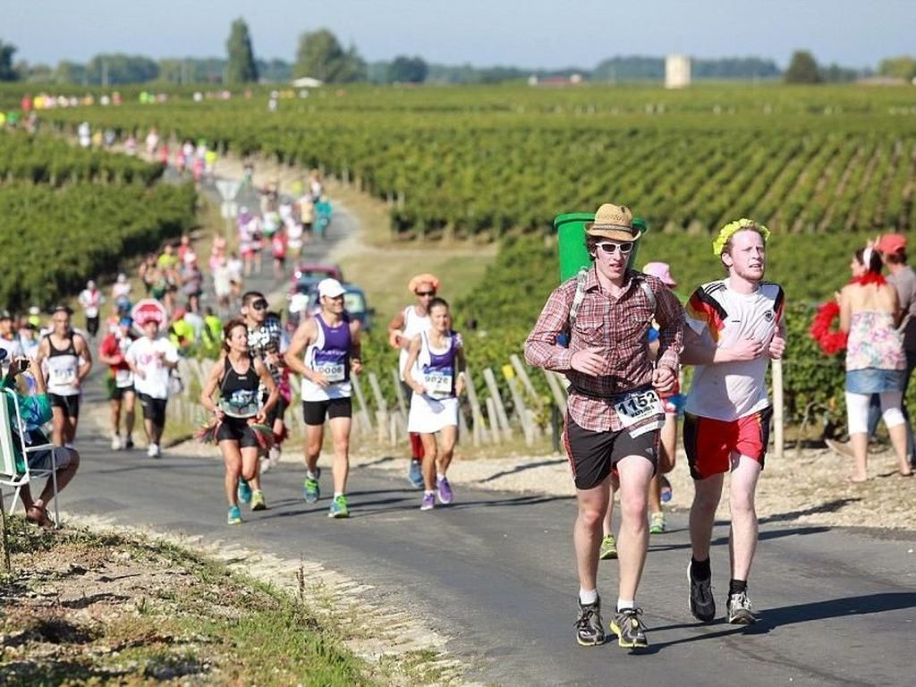 Foto: Cuma di Prancis, Lomba Lari Sambil Minum Wine