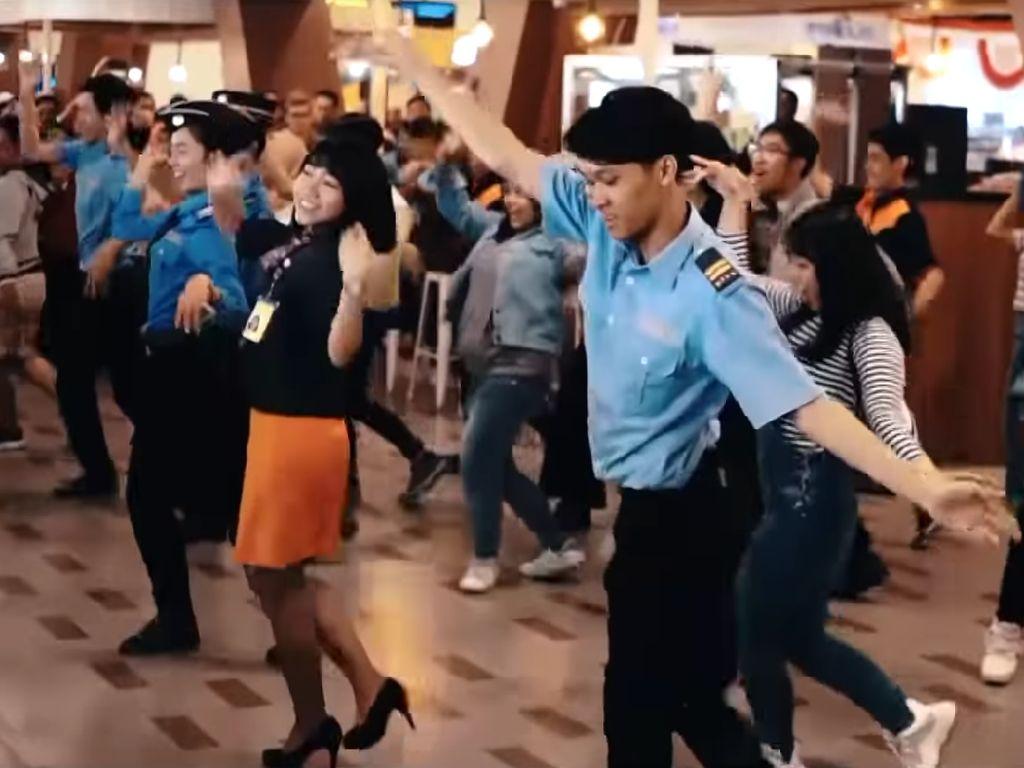 Seru Banget! Flashmob Asian Games di Bandara Bandung