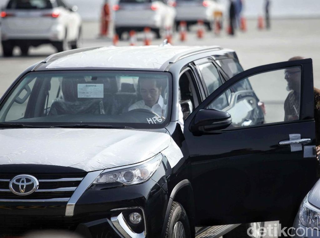 Jokowi Minta Ekspor Otomotif 1 Juta Unit, Toyota Siap?
