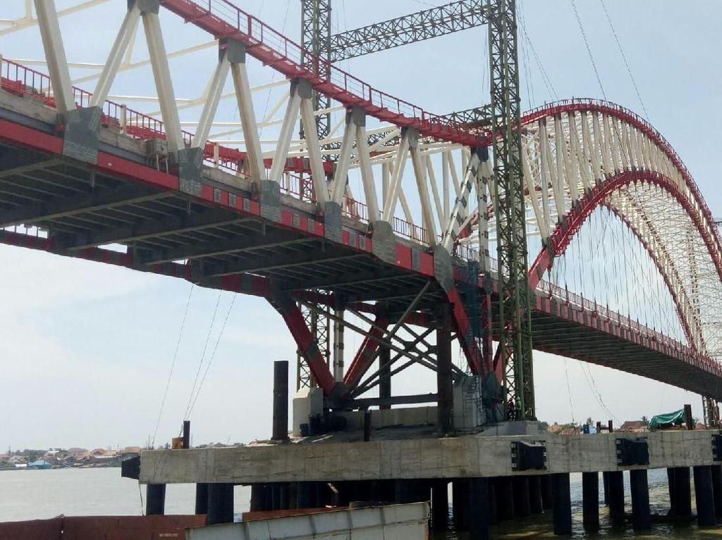 Jembatan Hampir Jadi, Kok Masih Ada Rumah di Tengah Proyek?