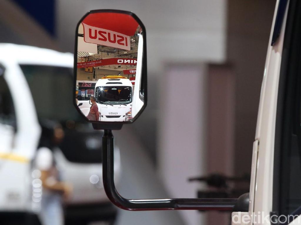 Isuzu Kenalkan Teknologi Mesin Diesel ke SMK