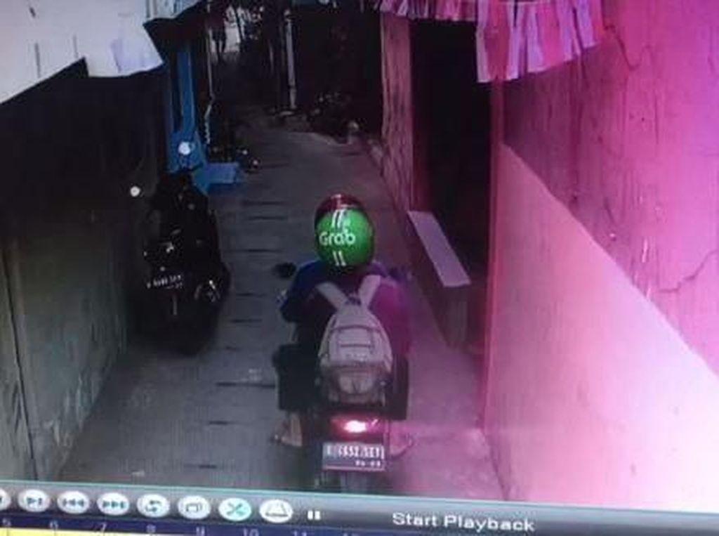 Terekam CCTV, Aksi Pencurian Motor Bermodus Ojol