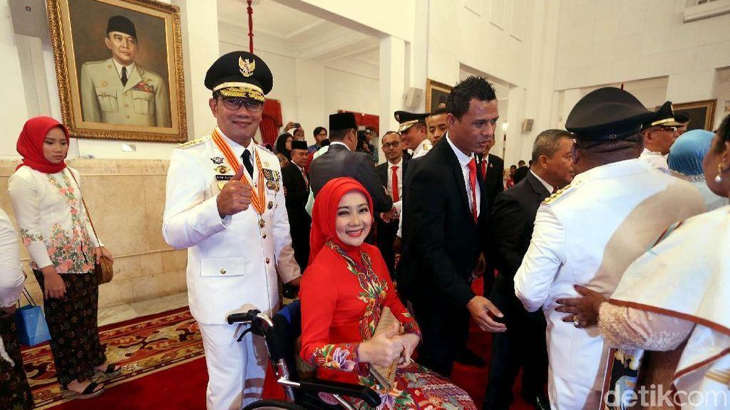 Gaya Istri Ridwan Kamil Cantik Serba Merah Saat Suami Dilantik Jadi Gubernur