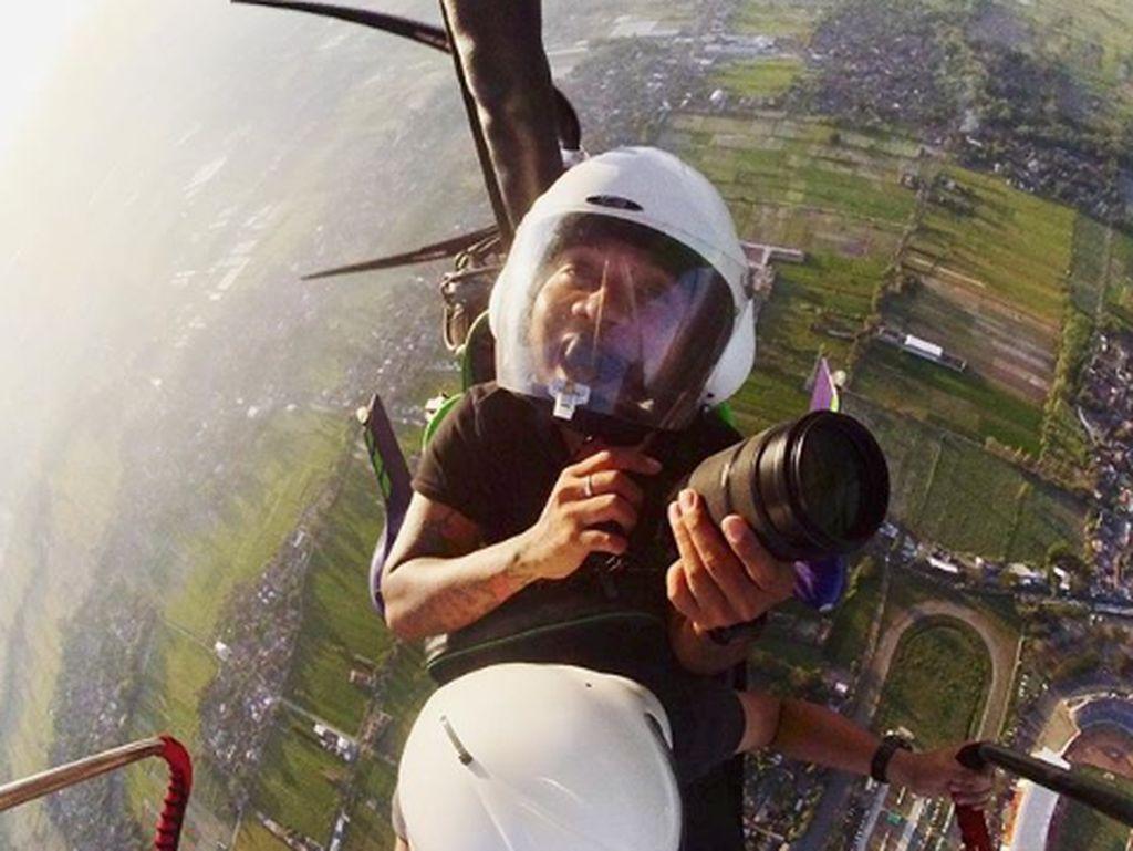 Pesawatnya Jatuh, Konsep Klip DMASIV yang Nyata untuk Erix Soekamti