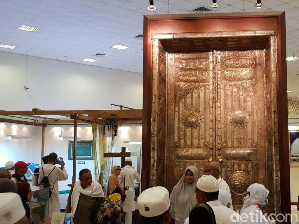 Potret Ornamen 2 Masjid Suci di Museum Haramain