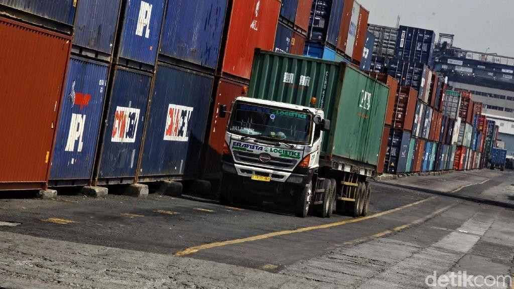Rupiah Keok Lawan Dolar AS, Ekspor Impor Masih Jalan