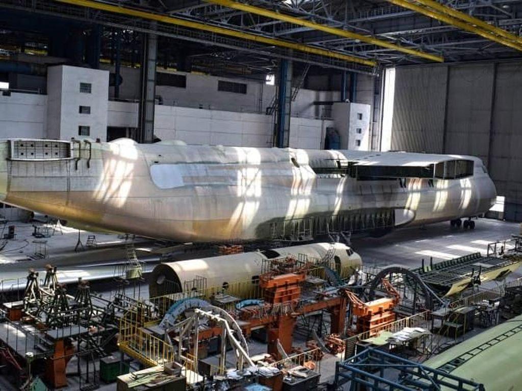Ini Kembaran Pesawat Terbesar Dunia yang Belum Rampung Dibangun