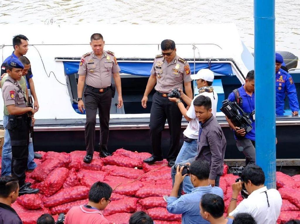 9 Ton Bawang Merah Selundupan Malaysia Ditangkap di Bengkalis