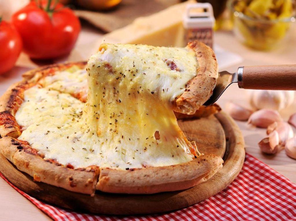 Wouw! Pecahkan Rekor Dunia, Pizza Ini Pakai 150 Jenis Keju