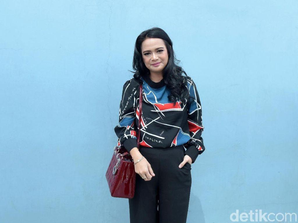 Tutupi Proses Perceraian dari Anak, Shezy Idris Minta Maaf