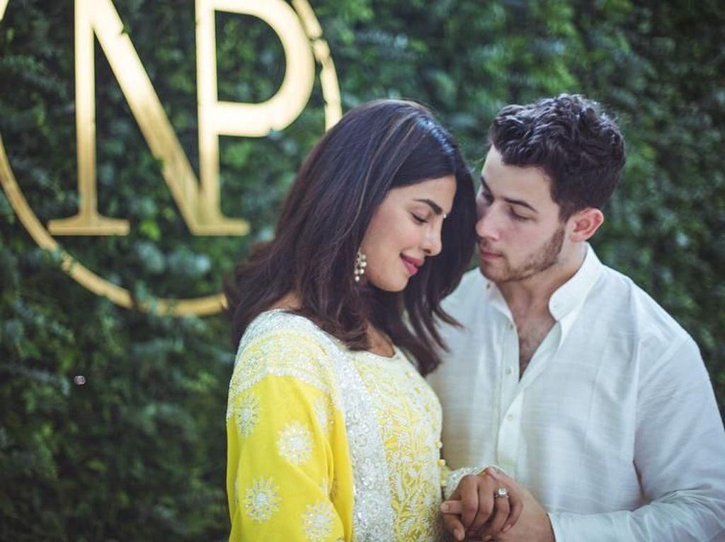 Cantik dan Bugarnya Priyanka Chopra Tunangan Nick Jonas