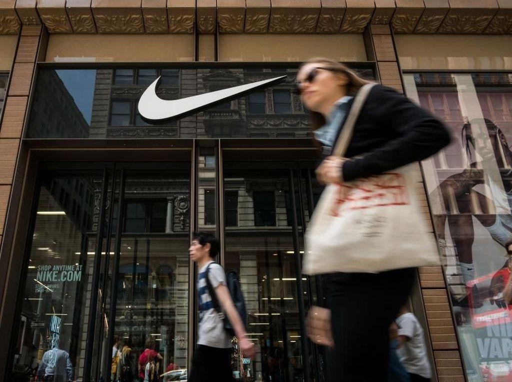 Setelah Aksi Bakar Sepatu, Seragam Nike Juga Diboikot di Sekolah Ini