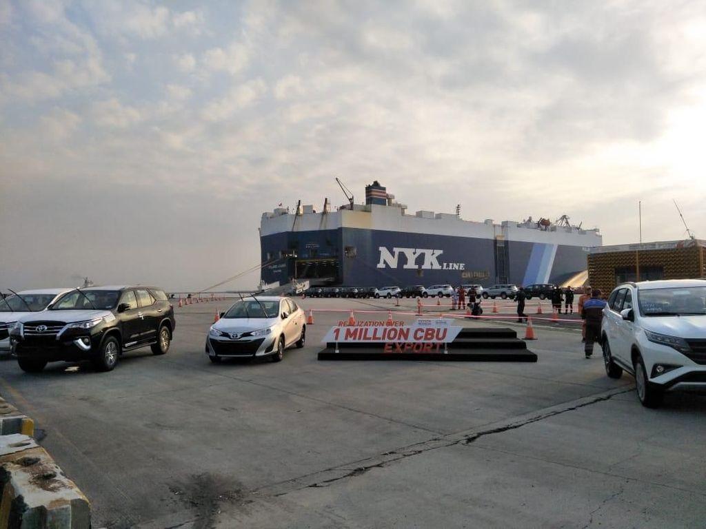 Jokowi Girang, 1 Juta Unit Toyota Made in Indonesia Diekspor