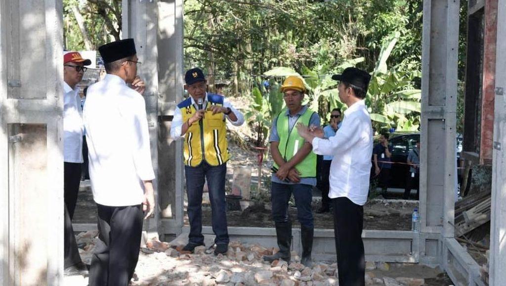 Saat Jokowi Blusukan ke Proyek Rumah Tahan Gempa di Lombok
