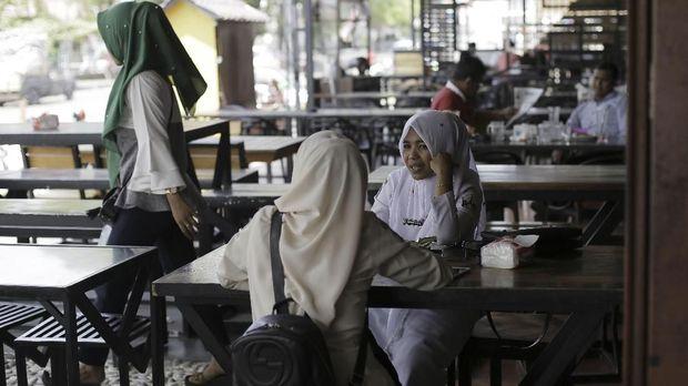 Bireun Aceh Larang Non-Mahram Duduk Satu Meja di Kedai Kopi