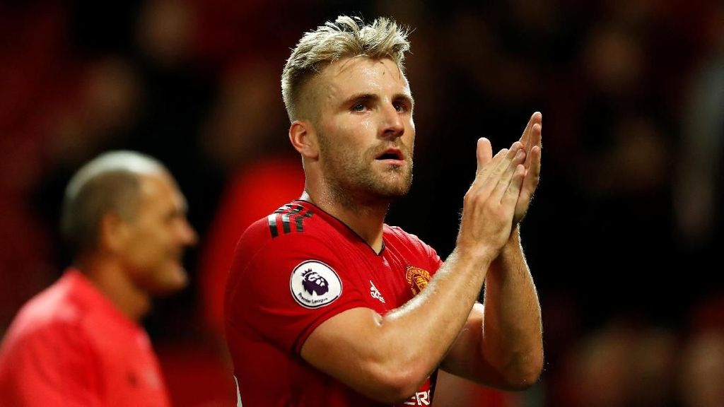 Video Benturan di Kepala Luke Shaw