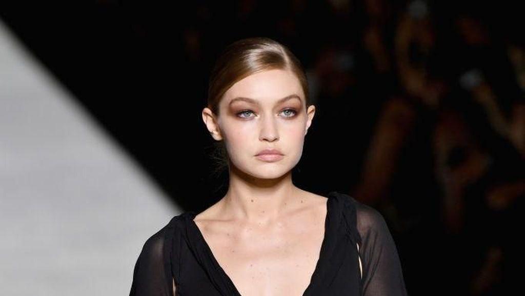 Bertaburan Bintang, Show Koleksi Tom Ford Buka New York Fashion Week