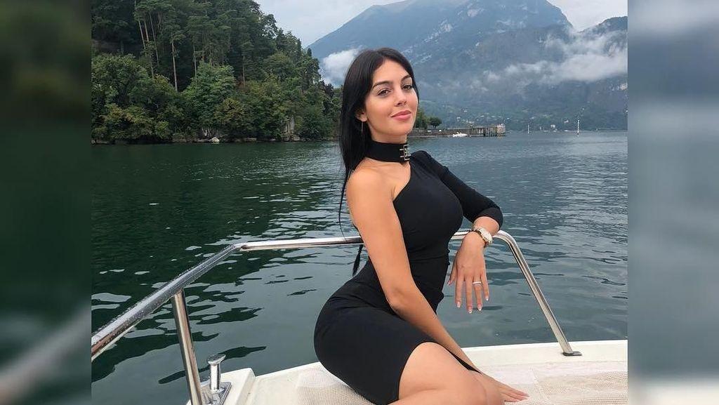 Para Wanita Cantik Pendamping Pemain MU dan Juventus