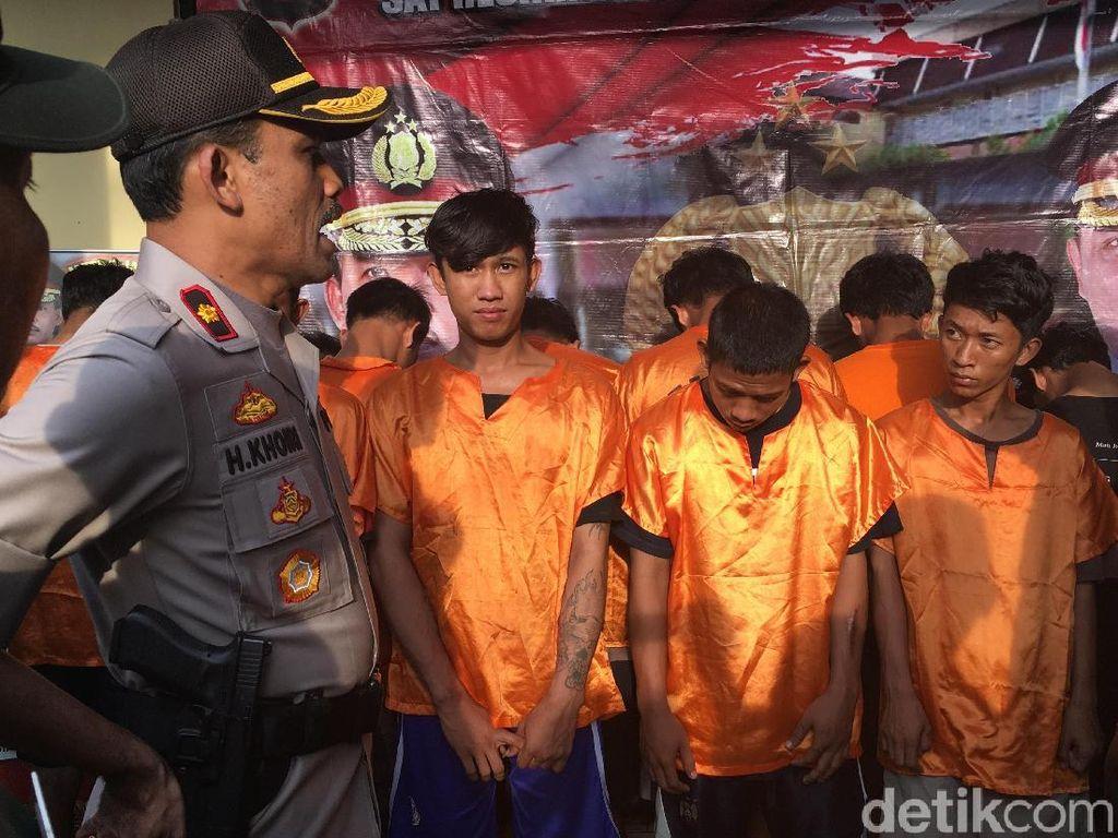 Polisi Tangkap Belasan Anggota Geng Motor Bercelurit di Cengkareng