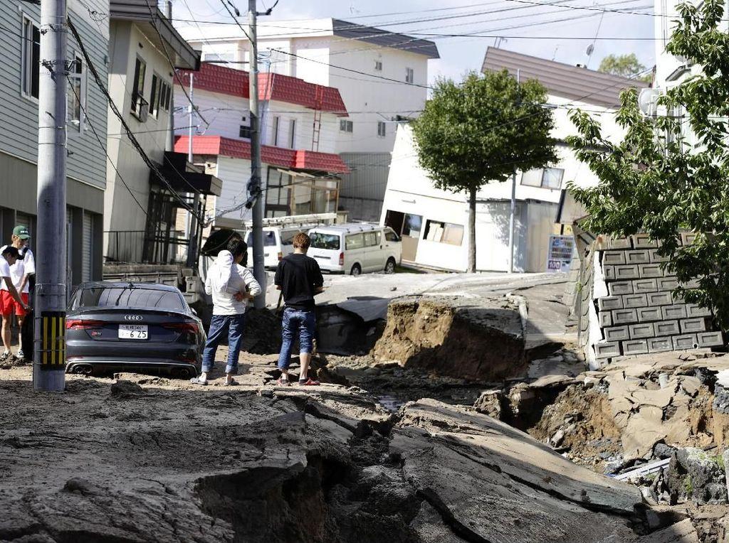 Longsor, Rumah Terangkat, Bukti Kedahsyatan Gempa Hokkaido