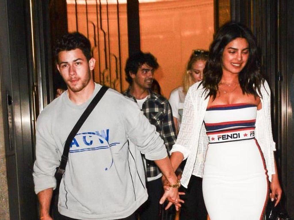 Ssst... Nick Jonas Umbar Awal Mulai Bertemu Priyanka Chopra