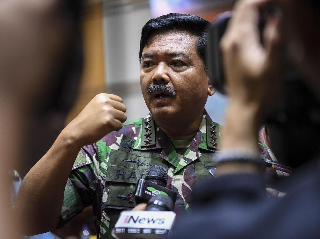 Foto Lama Berpose Jempol Diviralkan, Panglima TNI: Bertobatlah!