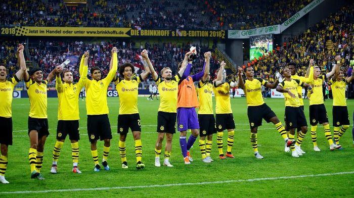 20. Borussia Dortmund membelanjakan 531 juta euro (Rp 9,21 triliun) dalam bentuk biaya transfer pemain, klausul bonus tambahan, dan biaya peminjaman, pada periode 2010-2018. (Foto: Wolfgang Rattay/Reuters)