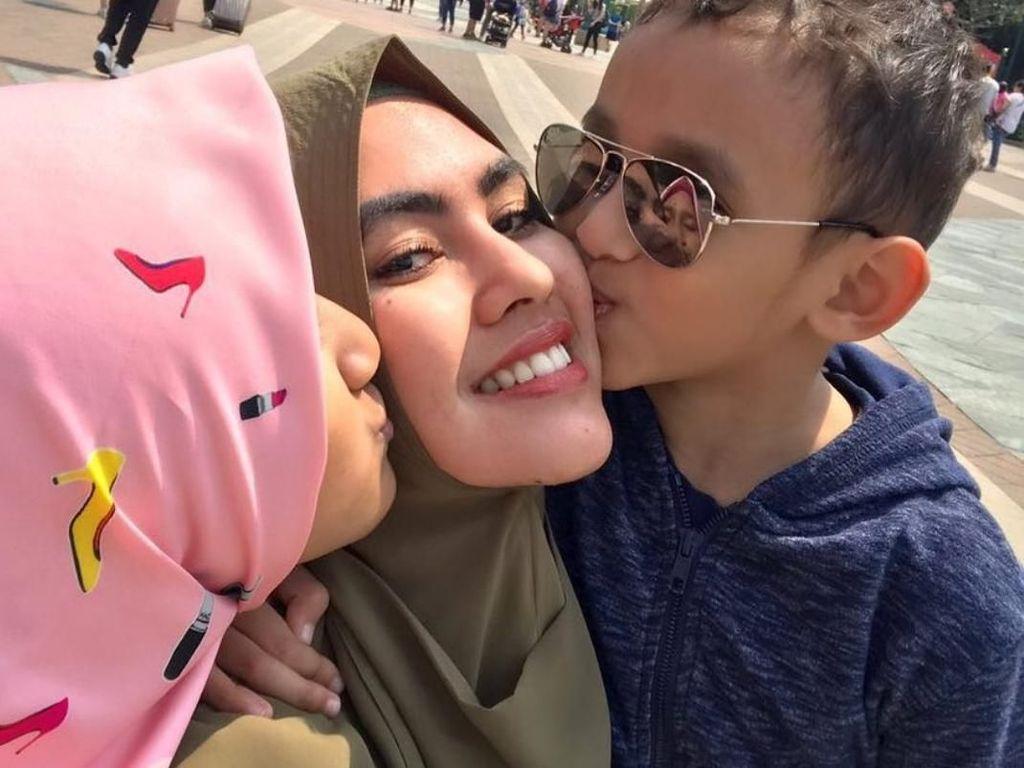 Kartika Putri Menikmati Perannya Sebagai Istri dan Ibu