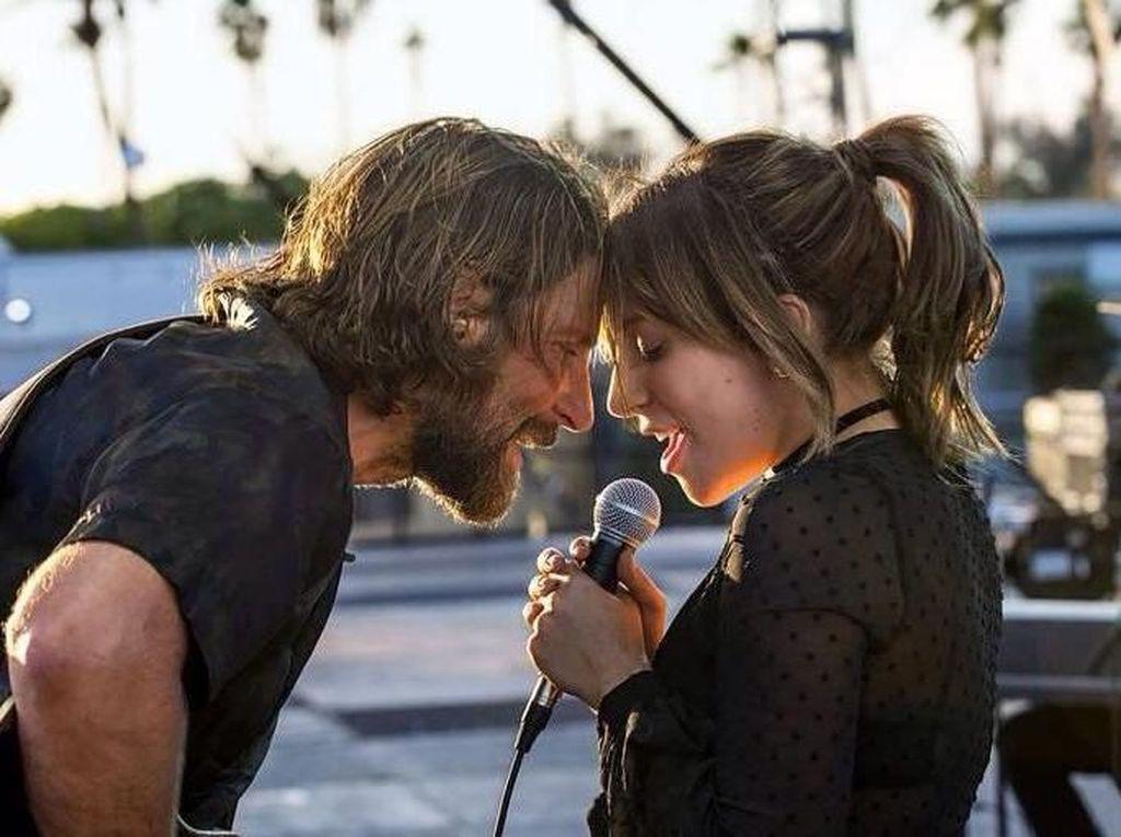 A Star is Born Buat Bradley Cooper Lompatkan Diri ke Ribuan Penonton