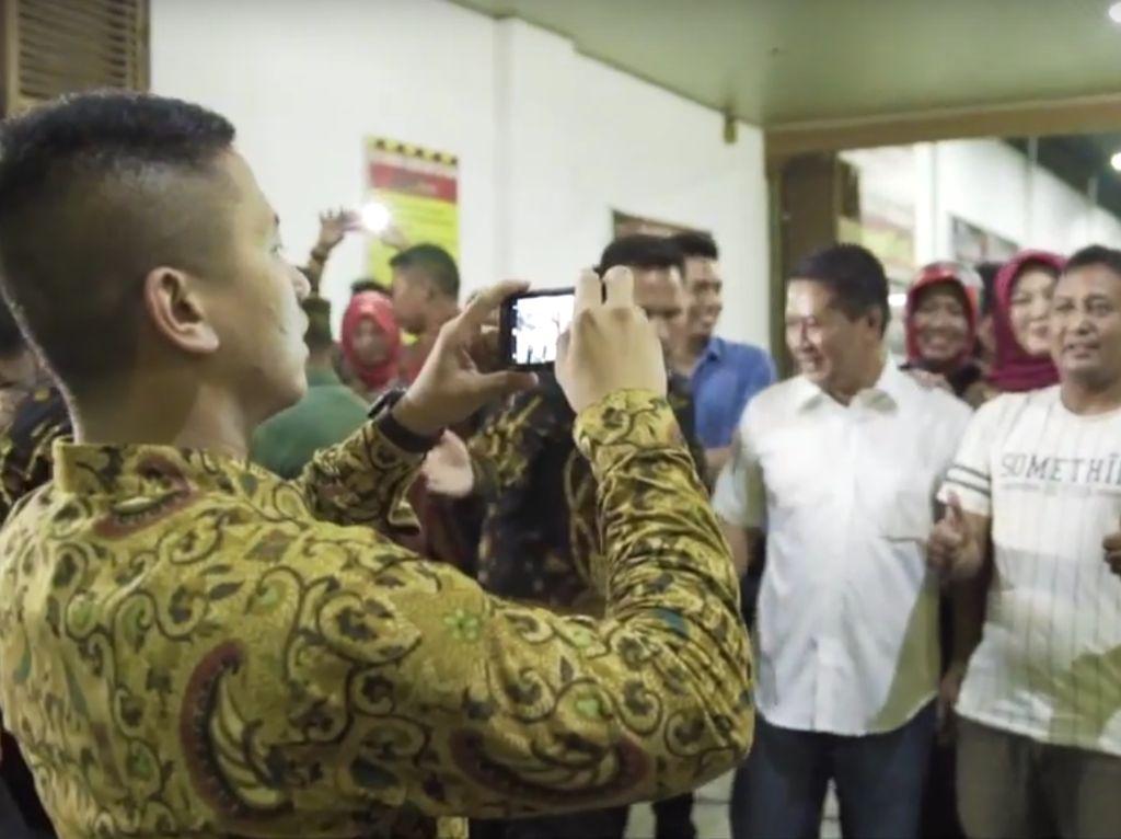 Cerita Jokowi Minta Dipotret Ulang Bareng Warga karena Foto Blur
