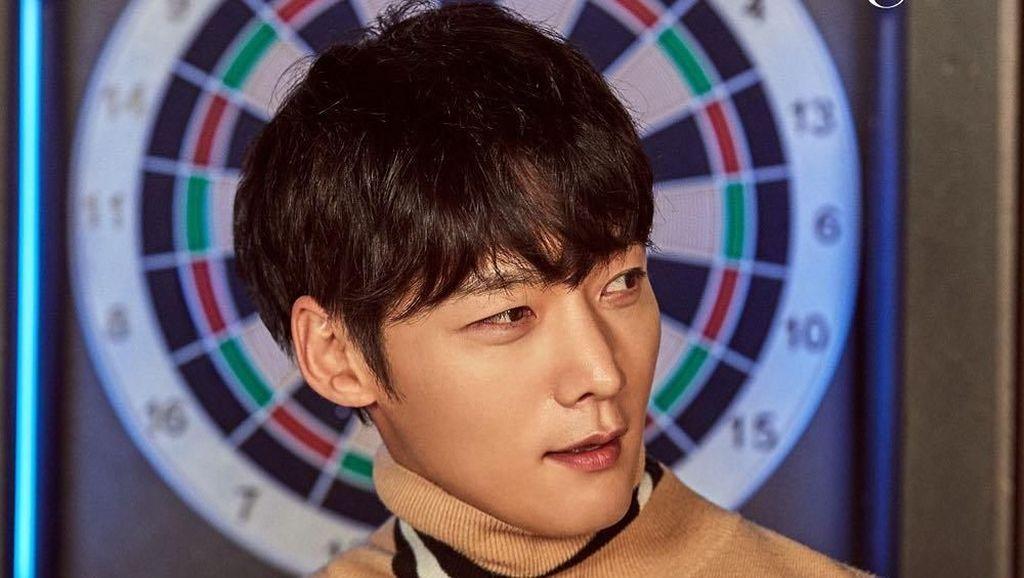 Gantengnya Pemain The Last Empress, Choi Jin-hyuk Saat Ngopi dan Makan Udon
