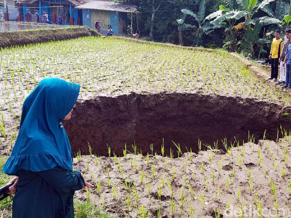Teka Teki Terbentuknya Lubang Misterius di Sukabumi