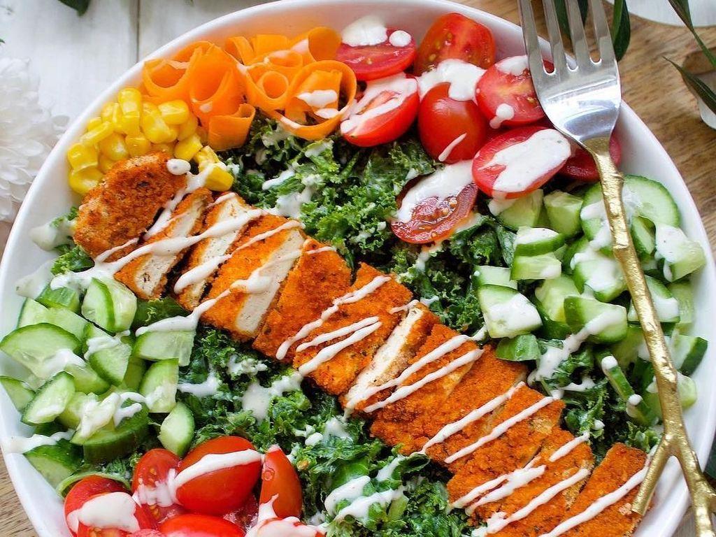 Krenyes Segar! Caesar Salad Bisa Jadi Pilihan Makan Siang Sehat