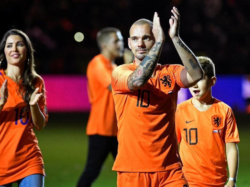 Simpang Siur Kabar Sneijder Pensiun