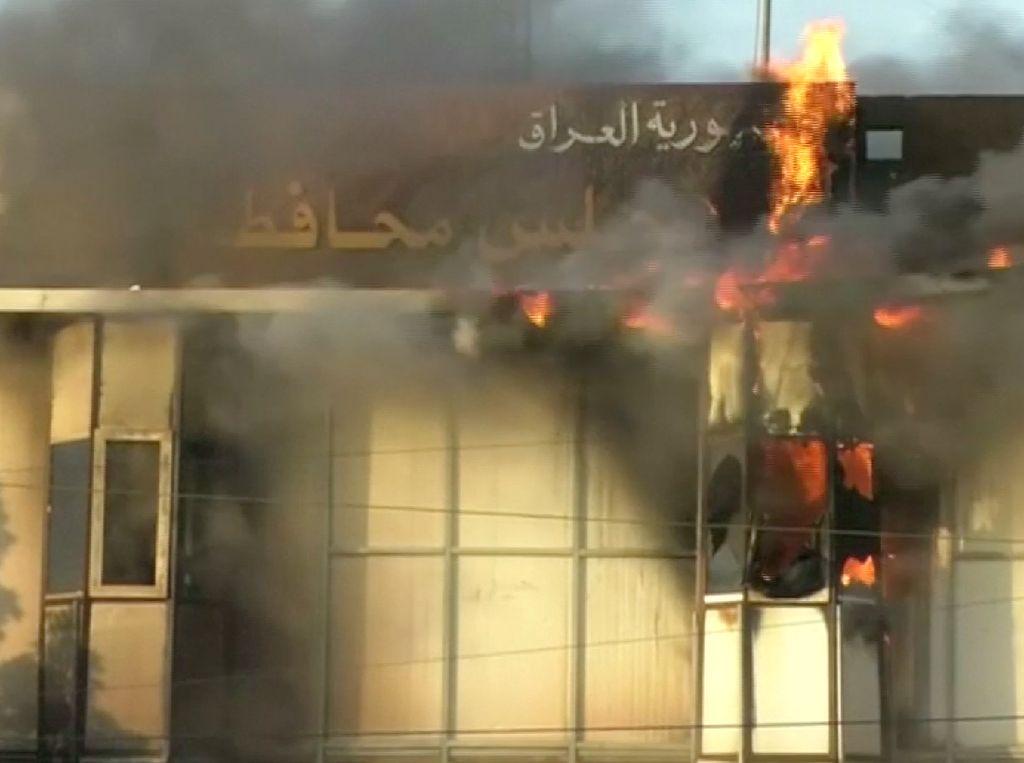 Demo di Basra Menggila, Gedung Pemerintah Dibakar