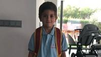 Ini penampilan Thiago, anak sulung Messi, saat tiba di sekolah. (Foto: Instagram @leomessi)