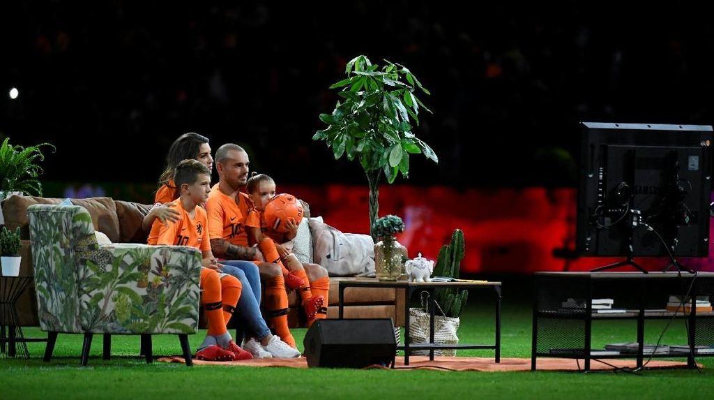 Foto: Sofa dan TV dalam Aksi Pamungkas Wesley Sneijder di Timnas