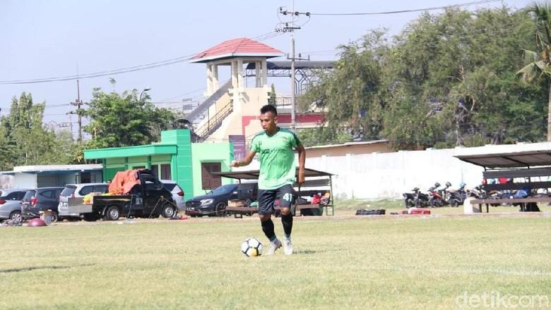 Dipanggil Timnas, Irfan Jaya Absen Saat Persebaya Hadapi PS Tira