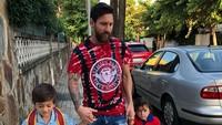 Messi tak masuk skuat Argentina untuk dua laga uji coba terdekat, yakni melawan Guatemala dan Kolombia. Dia pun memanfaatkan waktu liburnya untuk berkumpul bersama keluarga. (Foto: Instagram @leomessi)