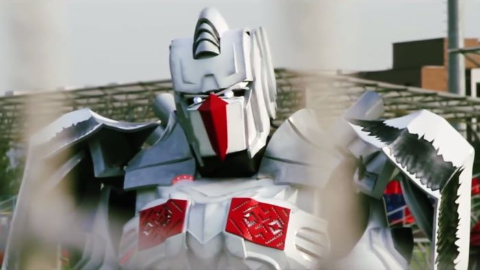 Vayar, robot berpedang ala Transformers yang jadi maskot baru timnas Belarusia (Foto: Federasi Sepakbola Belarusia/BFF)