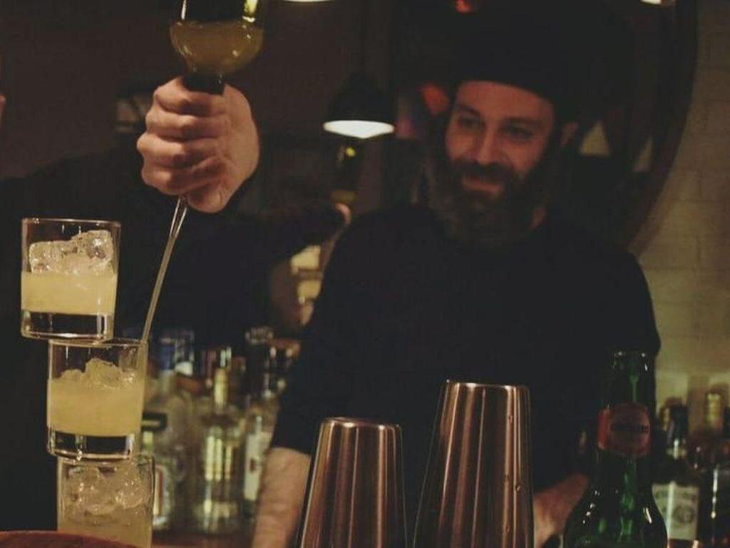 Pria Ini Nekat Buka Bar di Suriah yang Dilanda Perang