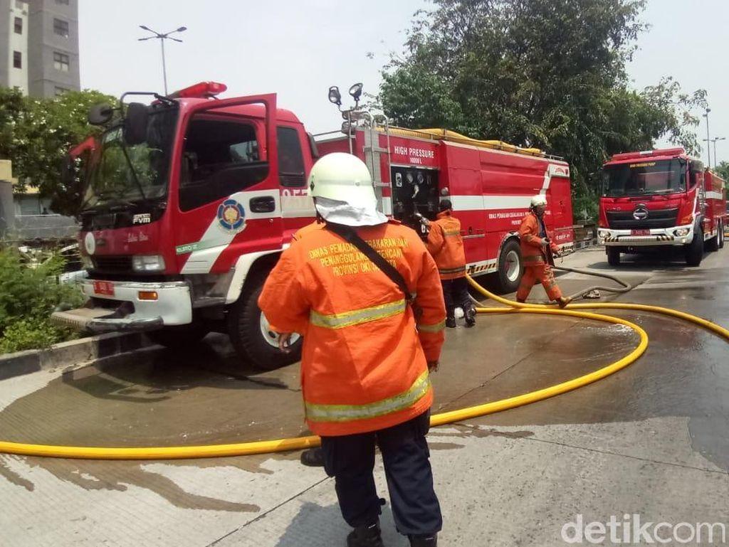 Kebakaran di Lantai 25 Apartemen Laguna Pluit, 16 Damkar Dikerahkan