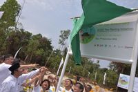 Bersama Perwakilan Jepang, APP Sinar Mas Tanam 10.000 Pohon di Riau