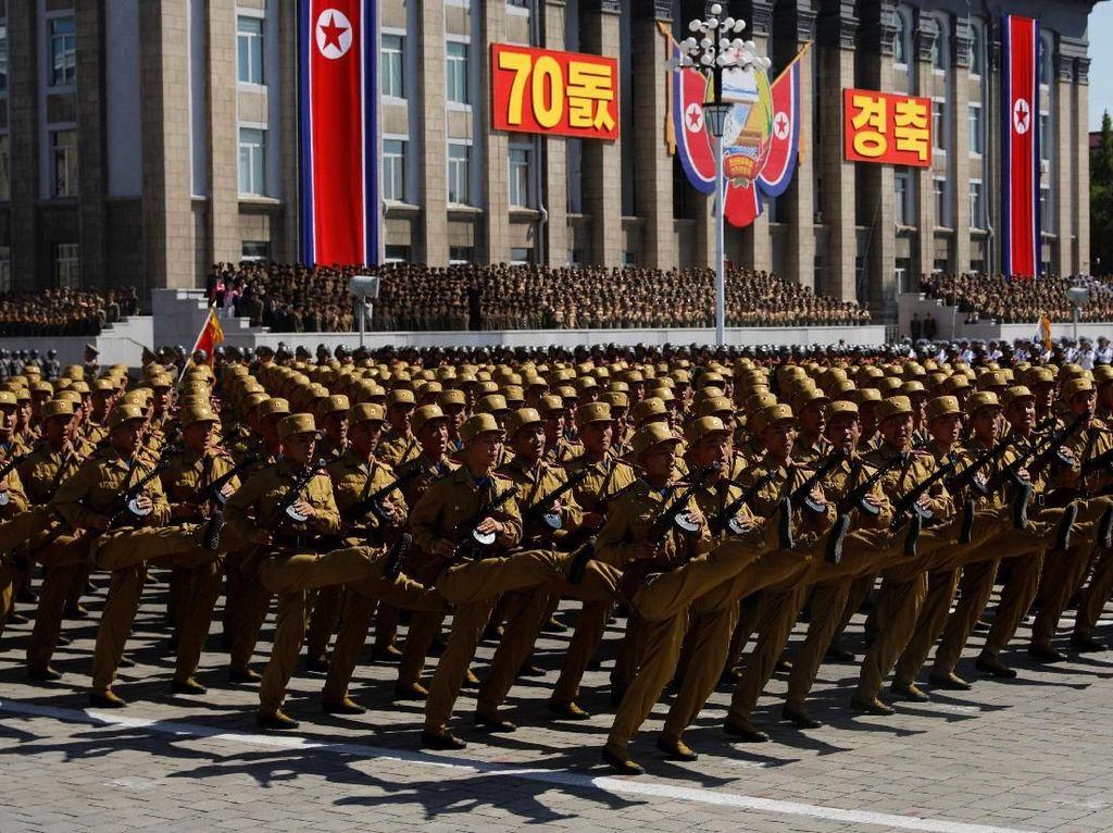 Foto: Tak Ada Rudal Balistik Antarbenua di Parade Militer Korut